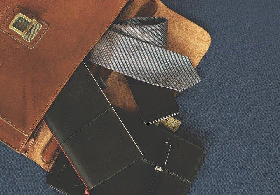 Klasyczne czarne torby do pracy